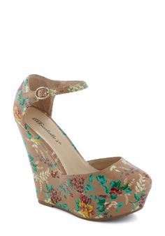 Luncheon My Way Wedges by Breckelle's ModCloth Size 7