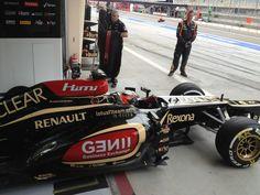 Kimi Räikkönen leaves the garage for Q2 - 2013 Bahrein GP