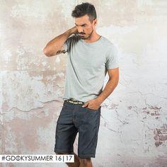 Looks casuais com bermuda jeans podem ser leves e sofisticados! #Aposte #Gdokymen #Gdokyjeans