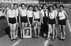 ( Bund Deutscher Maedel - A Historical Research Page and . German Girls, German Women, Sport 2, Sport Girl, Ww2 Women, Workers Party, German People, Ww2 Pictures, Germany Ww2