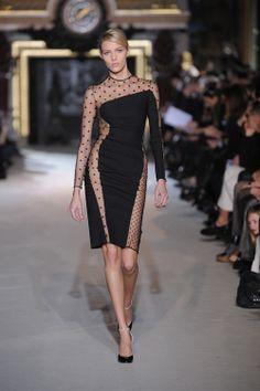 La robe noire par Stella McCartney