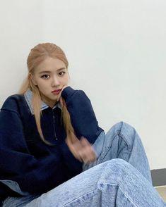 Black Pink Yes Please – BlackPink, the greatest Kpop girl group ever! K Pop, Kpop Girl Groups, Korean Girl Groups, Kpop Girls, Instagram Roses, Story Instagram, Homo, Blackpink Photos, Blackpink Fashion