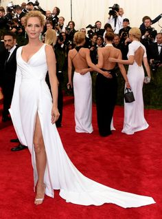 Uma Thurman in an Atelier Versace interpretation of the classic Chinese hanfu at the MetBall 2015
