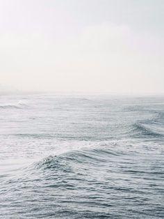 ocean waves / blue / the sea / nature photography Ligne D Horizon, Gray Aesthetic, Travel Aesthetic, Sea Photography, Travel Photography, All Nature, Ocean Waves, Ocean Ocean, Water Waves