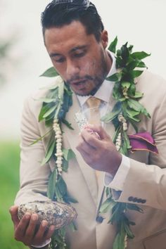 Stunning Traditional Hawaiian Wedding | Maui Maka Photography | Bridal Musings Wedding Blog