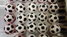 Mingi din pasta de zahar/ Sugar paste footballs Sugar Paste, Muffins, Cupcakes, Pasta, Muffin, Cupcake Cakes, Gum Paste, Cup Cakes, Fondant Icing