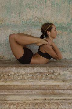 Yogo Asana | Ashtanga Yoga Kino If I tried this, I'd end up in traction ;-)