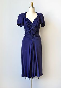 1940s navy blue silk rayon dress with bows. #vintage #1940s #fashion