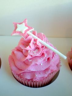 A cookie wand on a cupcake, how freakin' cute. Also shows how to make star cookie wands.
