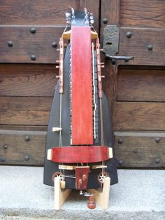 Ghironda tenore liutaio Sergio Verna Hurdy Gurdy, Hammered Dulcimer, Musical Instruments, Guitars, Musicals, Woodworking, Unique, Design, Songs
