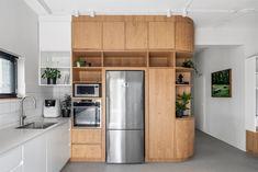 Gallery of Tel Aviv Apartment / RUST architects - 4 Kitchen Units, Open Plan Kitchen, Kitchen Modern, Kitchen Ideas, Bright Apartment, Apartment Living, Bauhaus Building, Black Window Frames, Concrete Block Walls
