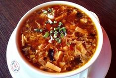Hot And Sour Soup, Chinese Food, Pho, Thai Red Curry, Chili, Food And Drink, Cooking Recipes, Ethnic Recipes, Soups