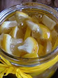 Questa ricetta proviene dall'Asia e richiede solo 3 ingredienti: zenzero, limone e miele. Zenzero e limone sono rimedi classici ricchi di vitamine, sostanz