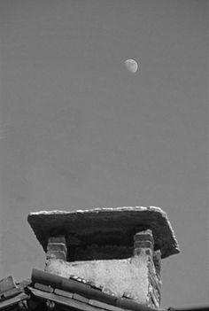Il vecchio camino e la Luna. Chiampo, Italy