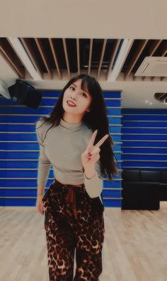 omg my wife Nayeon, Kpop Girl Groups, Kpop Girls, Korean Girl, Asian Girl, Twice Video, Twice Group, Sana Momo, Sana Minatozaki