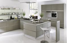 Fabolous White and Grey Kitchen