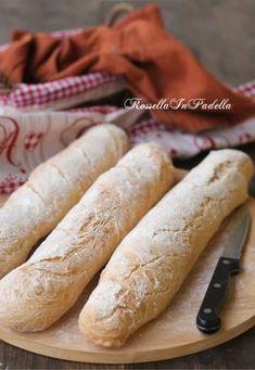 Pane in filoncini, buono come dal fornaio Italian Cookie Recipes, Italian Cookies, Focaccia Pizza, Bread Recipes, Cooking Recipes, Cinnamon Cake, Ciabatta, Bread Rolls, How To Make Bread