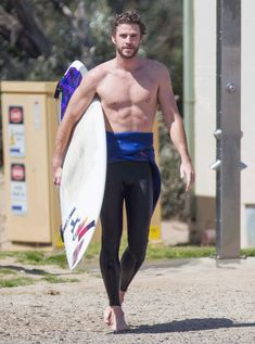 Liam Hemsworth shows off toned torso and ripped abs while surfing Liam Hemsworth, Hemsworth Brothers, Miley Cyrus, 6 Pack Abs Workout, Workout Men, Workout Routines, Mens Fitness, Muscle Fitness, Gain Muscle
