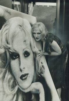 Candy Darling at the Premiere of her movie Women in Revolt in New York . Everybody's Darling, Candy Darling, Andy Warhol, April Ashley, Holly Woodlawn, Pink Lip Gloss, Paint Photography, She Movie, I Icon