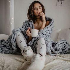 home poses Polina Rai Photography Poses Women, Winter Photography, Girl Photography, Foto Casual, Coffee Girl, Winter Photos, Shooting Photo, Insta Photo Ideas, Lounge Wear