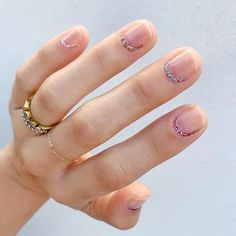 glitter Spring's Most On-Trend Manicures Are So Easy To DIY Whatever your nail-art aesthetics, find design inspiration and the most stylish hand-throw ever for your next DIY manicure. Chic Nail Art, Chic Nails, Trendy Nail Art, Manicure Diy, Uñas Fashion, Latest Nail Art, Minimalist Nails, Nail Trends, Nails Inspiration
