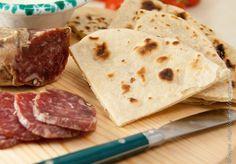 Le #ricette di #Coquinaria - Piadine di Anniebrook - Se si pensa alla Romagna vengono subito in mente le piadine, farcite in tutti i modi possibili. Sembra impossibile farle in casa, ma in realtà è più semplice di quanto non si creda. Basta seguire la ricetta di Anniebrook!
