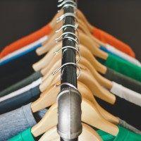 Den Kleiderschrank ausmisten und wie du mit einer anderen Denkweise weniger brauchst #wirmistenaus