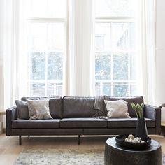 Dieses Design Sofa in Schwarz aus Recycling Leder ist genau das richtige für Ihr Wohnzimmer. Modernes Design vereint mit hohem Sitzkomfort. Sehr gute Qualität & Verarbeitung garantiert. Jetzt hier ansehen: http://www.pharao24.de/design-sofa-brunca-in-schwarz-recycling-leder.html#pint