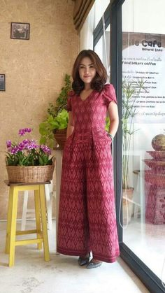 Blouse Batik, Batik Dress, Kulot Batik, Batik Blazer, Thai Traditional Dress, Traditional Outfits, Ikkat Dresses, Thai Fashion, Batik Fashion
