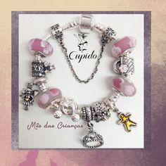 Esta sugestão vai agradar em cheio a sua princesa - berloques com temas lúdicos e murano em tons de rosa. Peças disponíveis na www.cupidolovestore.com.br