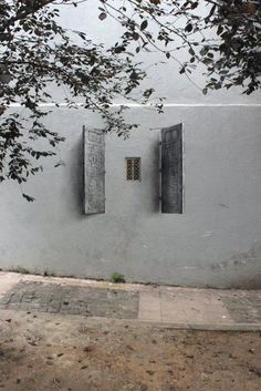 On a recent trip to Istanbul, Spanish artist Pejac has created a superb series of illusion street art titled Lock, Poster and Shutters. Urbane Kunst, Grid Design, Design Art, Street Art Graffiti, Street Artists, Optical Illusions, Art Optical, Belle Photo, Windows And Doors