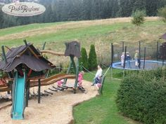 Plac zabaw zjeżdżalnia i trampolina  http://www.podreglami.pl/atrakcje/plac-zabaw-grill.html