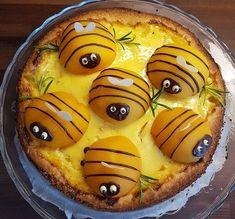 Ihanaa maaliskuuta Teille kaikille! Pakkasmittarista viis, nyt on kevät! Maaliskuu on minun kuukauteni, se on mahdollisuuksien, uusien alkujen ja kevään odotuksen parasta aikaa. Maaliskuu tuo iloa ja valoa, piteneviä päiviä ja herneenversoja ikkunal… Pancakes, Food And Drink, Pie, Sweets, Baking, Breakfast, Foods, Deserts, Food