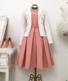 No photo description available. Jw Moda, Skirt Outfits, Cute Outfits, Office Wear Dresses, Classy Outfits For Women, Iranian Women Fashion, Trend Fashion, Fashion Rings, Women's Fashion