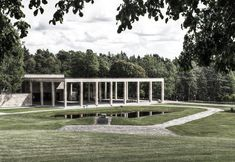 The trabeated portico of the Chapel of the Cross, Skogskyrkogården by Gunnar Asplund. Photo by Beek2012, edited by NOMAA|marco jongmans.