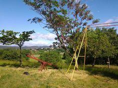 Jeux du camping avec la vue sur Montmoirac en arrière plan