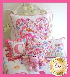 Pretty 'n Pink Pillows Pattern: These adorable pillows would look cute on any little girls bed! This pattern includes the instructions