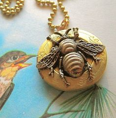 Bee Locket Necklace Brass Round Vintage Locket Rustic Primitive Gothic Victorian Bee Jewelry Steampunk Style