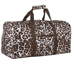 21″ cheetah print duffle bag that can be used as an overnight bag, gym bay, or a carry on for travel. Gift ideas for girlfriends! Spotted for $23