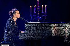 """Alicia Keys lança clipe da música """"We Gotta Pray"""" pedindo paz - http://metropolitanafm.uol.com.br/musicas/alicia-keys-lanca-clipe-da-musica-gotta-pray-pedindo-paz"""