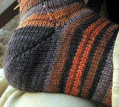 When I began knitting socks last year, I learned that there were two basic heel types commonly used in hand-knit socks, heel flap and short . Knitting Help, Loom Knitting, Knitting Stitches, Knitting Socks, Hand Knitting, Crochet Socks, Knitted Slippers, Knit Crochet, Knit Socks