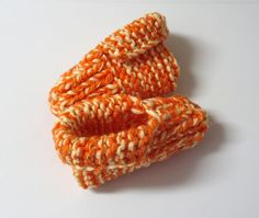 "French Canadian ""Pantoufles"" Slippers Cuffed - my grandma always had at least 3 pairs of these Knitted Slippers, Revers, Beautiful Crochet, Mittens, Crochet Projects, Doll Clothes, Knit Crochet, Crochet Patterns, Stitch"