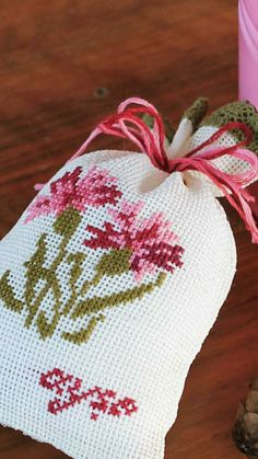 Cross Stitch Designs, Cross Stitch Patterns, Lavender Bags, Hairpin Lace, Ladder Stitch, Simple Cross Stitch, One Design, Needlepoint, Couture
