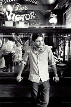 Daniel Brühl.. makes me want to learn German.. and Spanish, Catalan.. and French. He speaks five languages!!!!! That's sexy.. and he's a freakin' amazing actor!