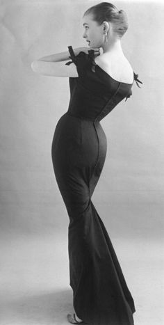 Norman Hartnell Evening Dress 1960 [440x872] #styled247
