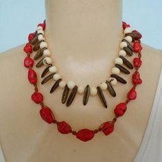 Colar vermelho feito com pedra recontituida e sementes natural de açaí e flamboyant. R$ 8,00