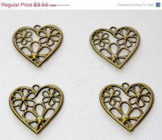 15 OFF SALE Bronze Heart Flower Pendant  $2.98  molti tipi e materiale per bijoux