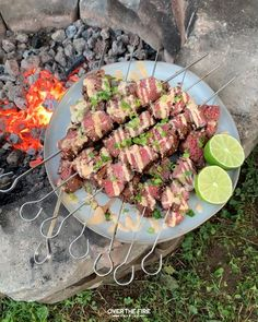 Steak Skewers, Fire Cooking, What You Eat, Food Videos, The Help, Grilling, Bacon, Food And Drink, Cooking Recipes