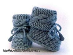 Knit Baby Dress, Knitted Baby Clothes, Baby Hats Knitting, Crochet Baby Shoes, Crochet Baby Booties, Baby Knitting Patterns, Baby Patterns, Crochet Boot Socks, Emma Bebe