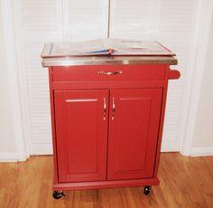 Rolling red kitchen cart--perfect for a studio!   (photo credit)  Melissa Brac  www.melissa-eclecticbloggista.blogspot.com